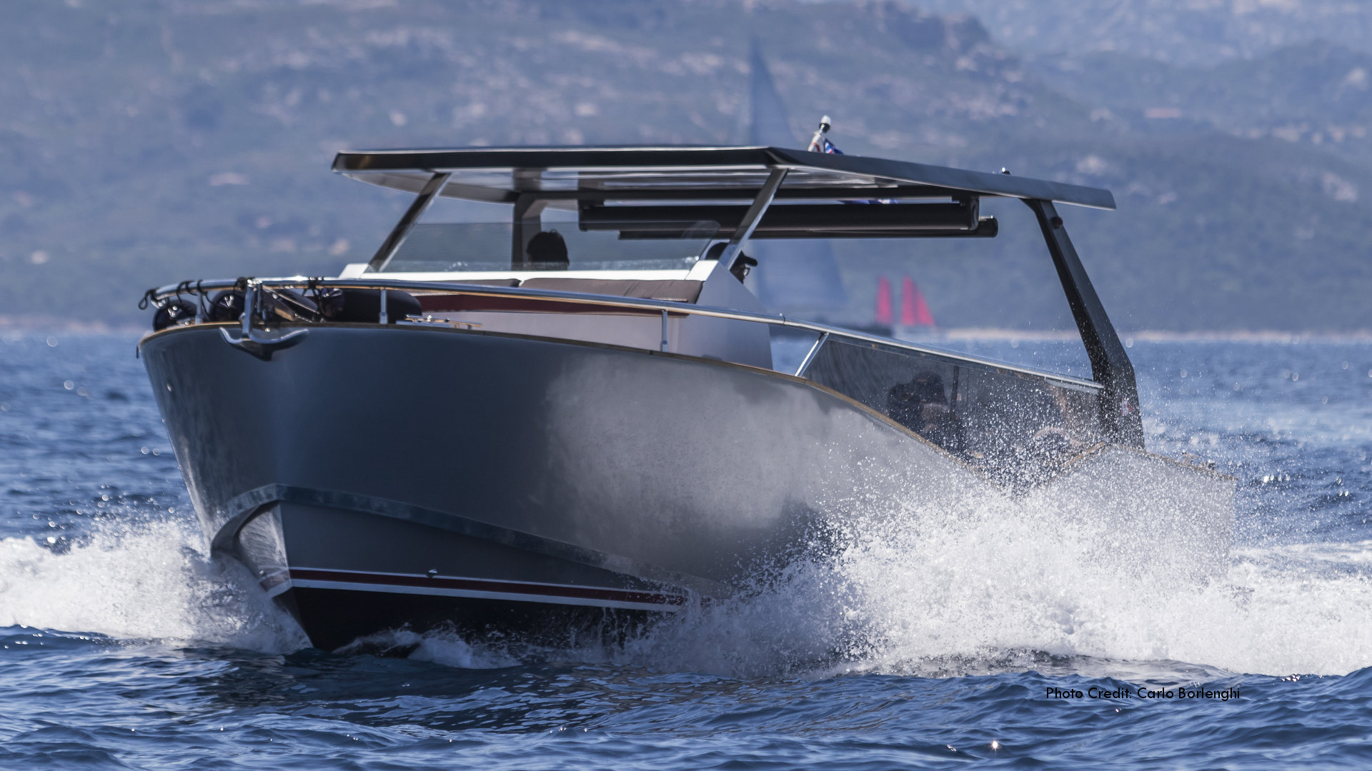 Luxi33, the solar hybrid luxury tender